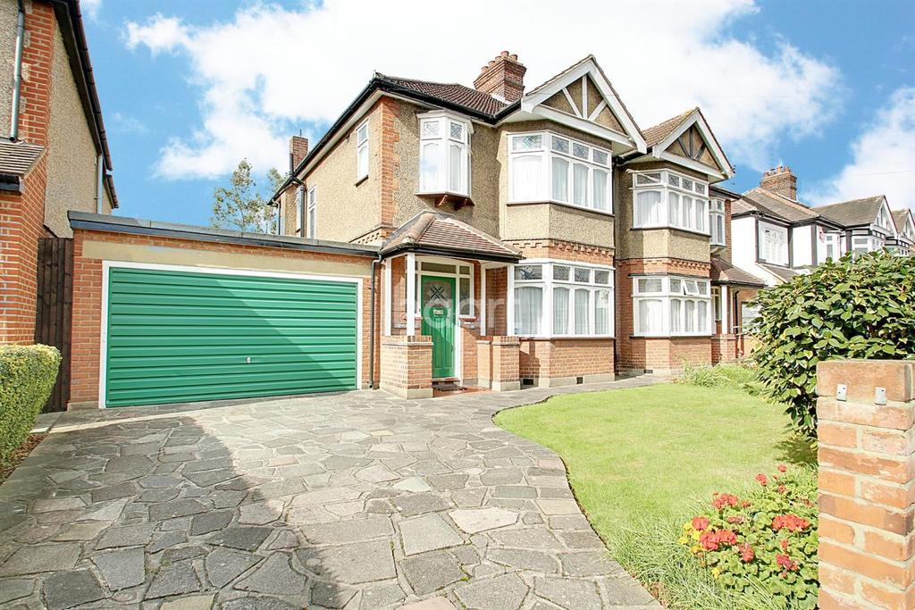 3 Bedrooms Semi Detached House for sale in Pemberton Avnue, Gidea Park
