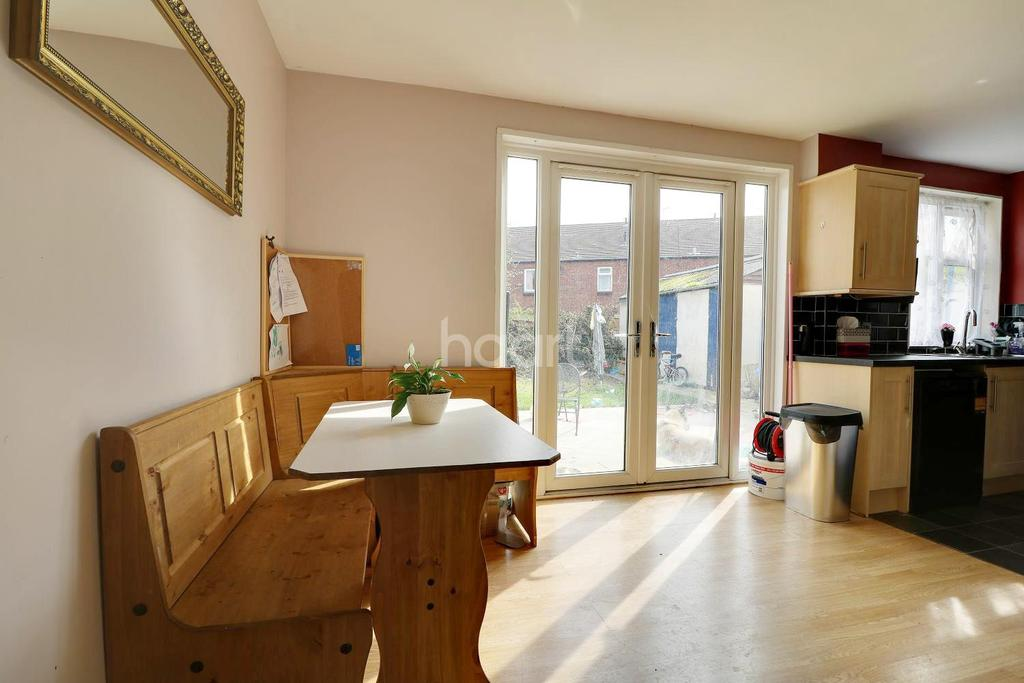 3 Bedrooms Semi Detached House for sale in Wavell Road, Swindon, Wiltshire