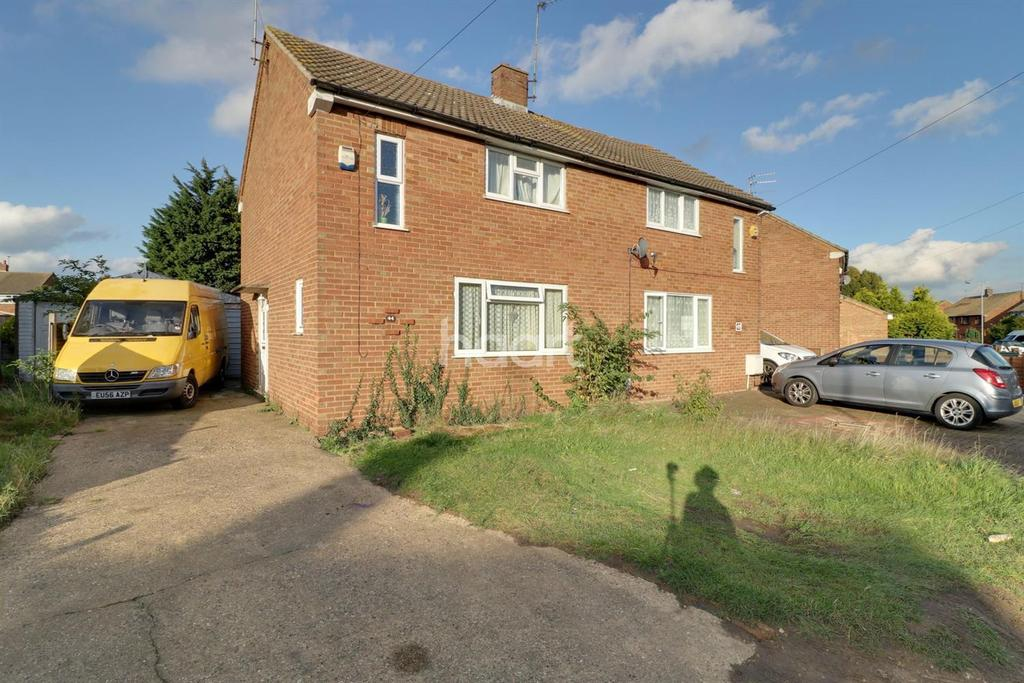 3 Bedrooms Semi Detached House for sale in The Glorious Outdoors in Stopsley