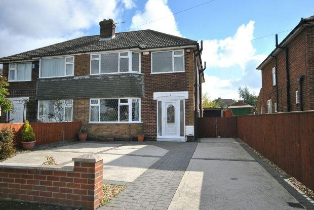 3 Bedrooms Semi Detached House for sale in Danesfield Avenue, Waltham, Grimsby