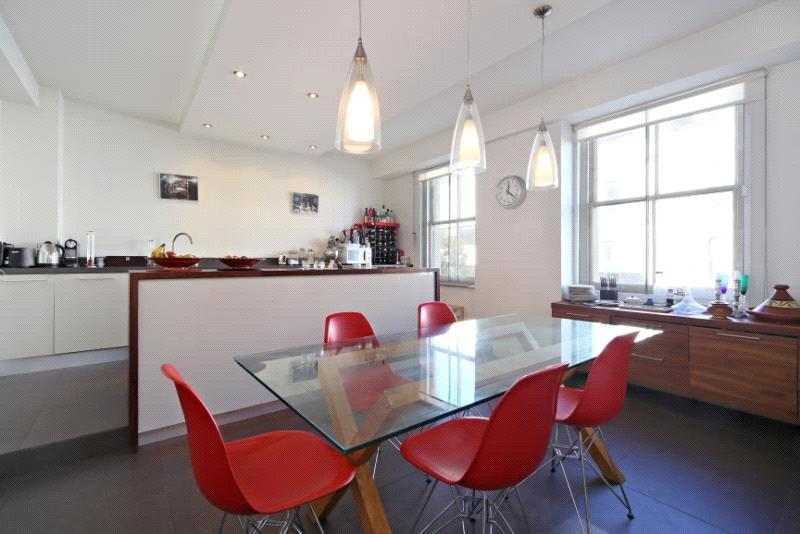 2 Bedrooms Flat for sale in Westmont Court, Monmouth Road, London, W2