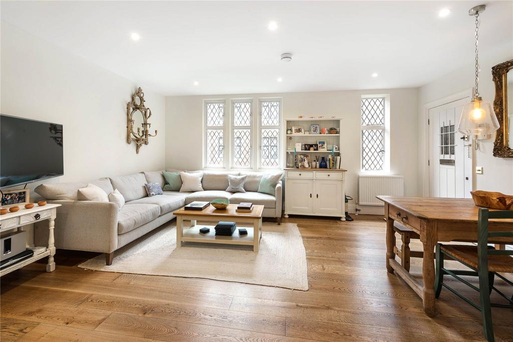 2 Bedrooms Flat for sale in Church Close, Kensington Church Street, London