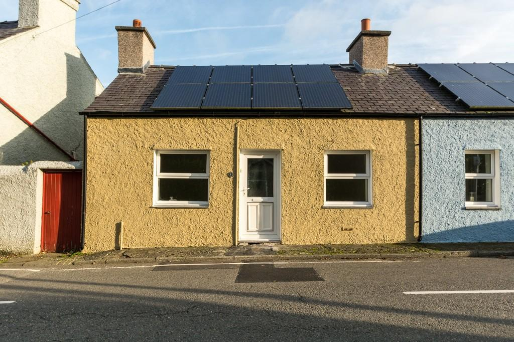 2 Bedrooms Cottage House for sale in Tai Lon, Llanfairpwll, North Wales