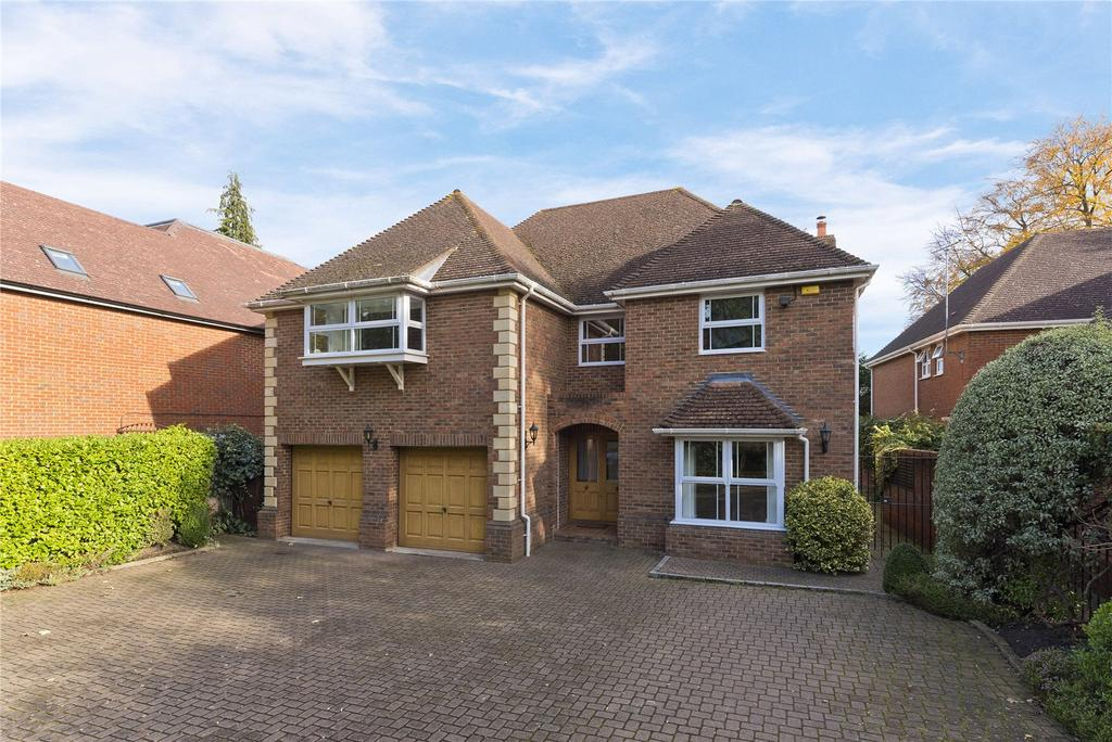 5 Bedrooms Detached House for sale in High Pine Close, Weybridge, Surrey, KT13