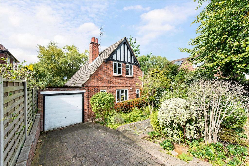 3 Bedrooms Detached House for sale in Highfield Road, Northwood, Middlesex, HA6