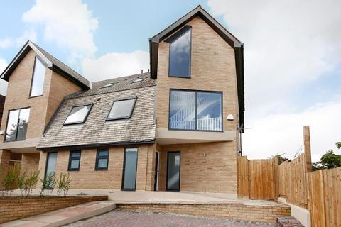 4 bedroom house for sale - HighView Close, Upper Norwood, London, SE19 2DS
