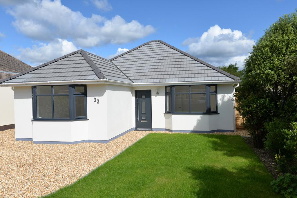 3 Bedrooms Detached Bungalow for sale in Seafield Road, Barton on Sea