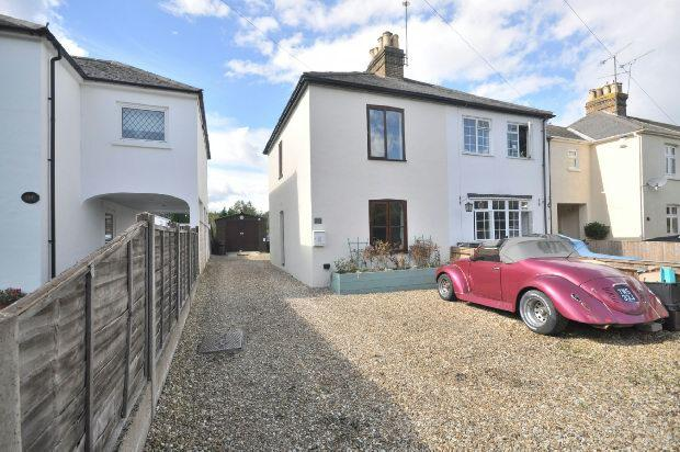 2 Bedrooms Semi Detached House for sale in Denmark Avenue, Woodley, Reading,