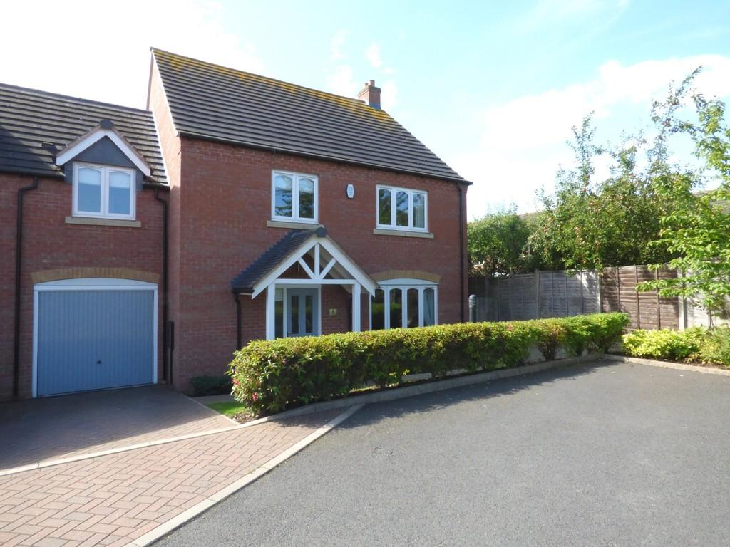 4 Bedrooms Town House for sale in Villiers Gardens, Armitage, Rugeley