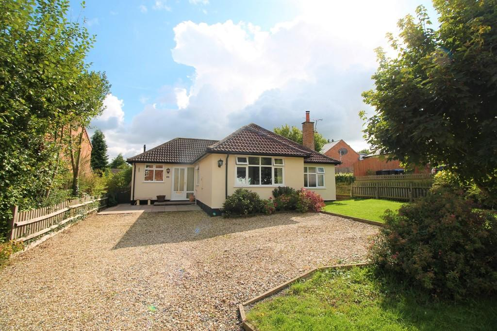 3 Bedrooms Detached Bungalow for sale in Main Street, Foxton