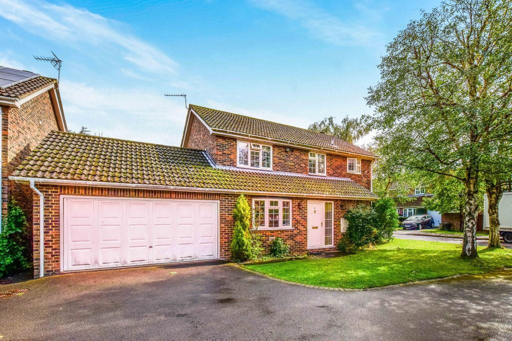 4 Bedrooms Detached House for sale in River Mead, Ifield Green