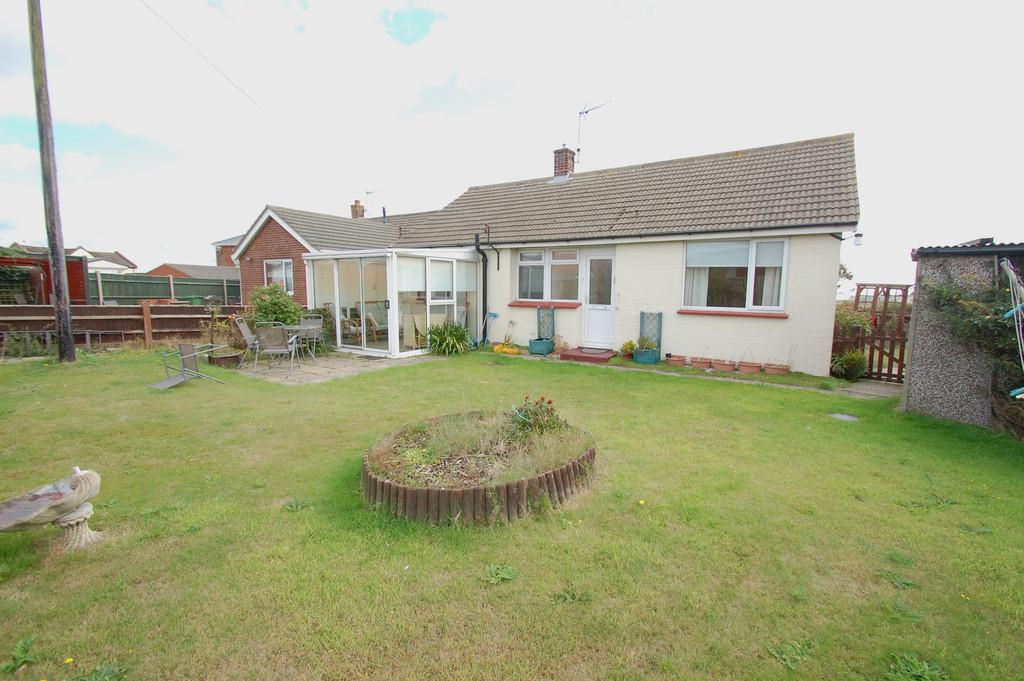2 Bedrooms Detached Bungalow for sale in Tulsa Way, Paston Road