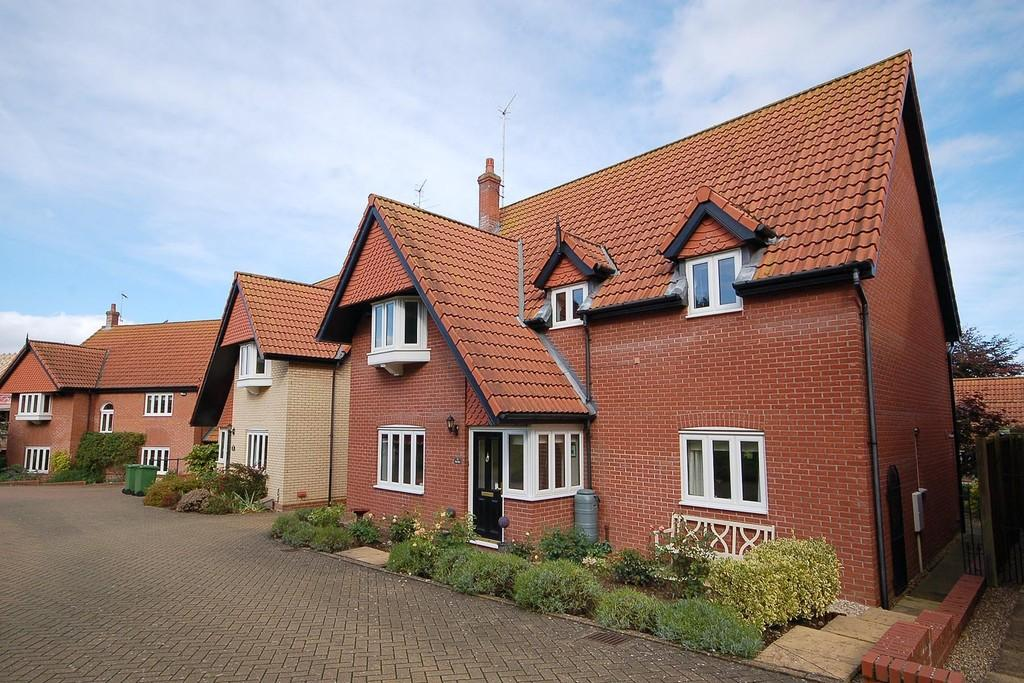 4 Bedrooms Detached House for sale in Snaefell Park, Sheringham