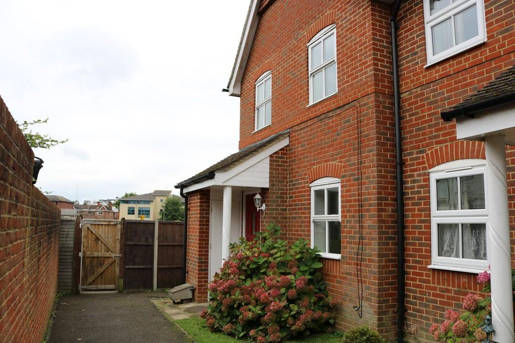 3 Bedrooms End Of Terrace House for sale in Horley, RH6