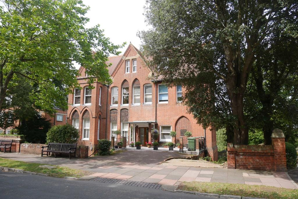 3 Bedrooms Apartment Flat for sale in 42 St Johns Road, Meads, Eastbourne, BN20