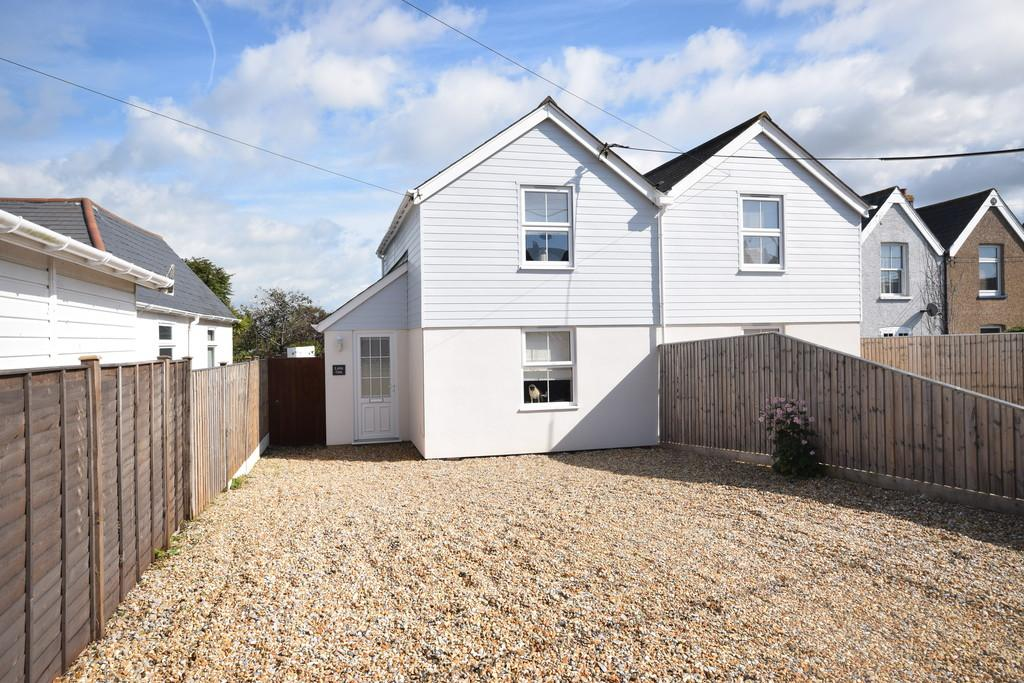 2 Bedrooms Semi Detached House for sale in The Square, Freshwater