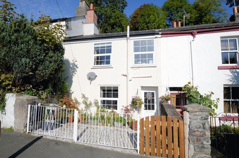 2 Bedrooms Cottage House for sale in Charming character cottage with 200' rear garden