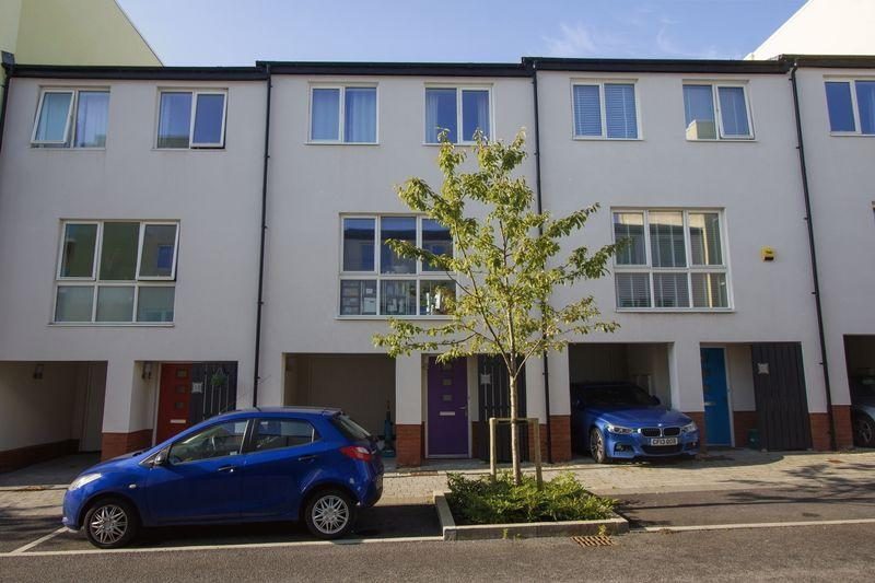 4 Bedrooms Terraced House for sale in Gibson Way, Penarth