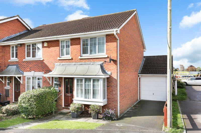 3 Bedrooms Terraced House for sale in Lower Court, Trowbridge