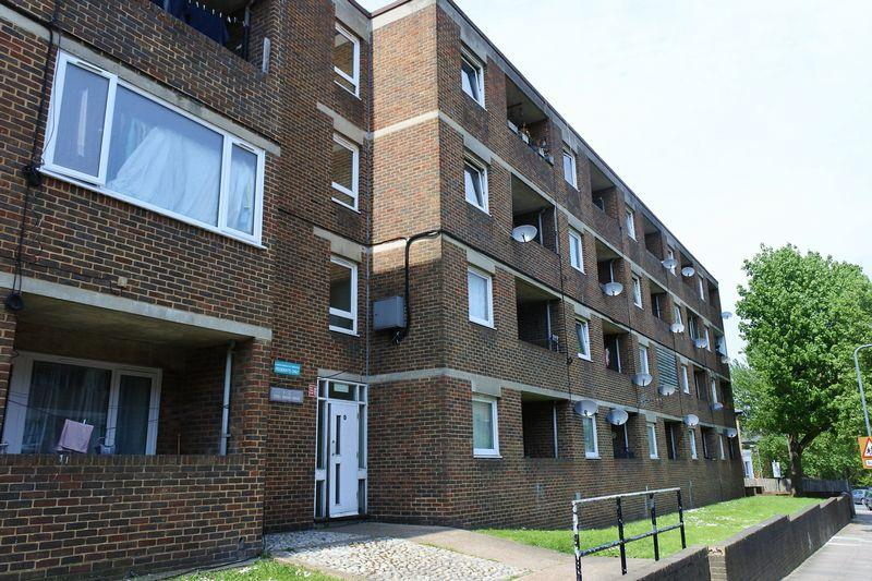 1 Bedroom Apartment Flat for sale in Eglinton Road, Plumstead, SE18 3SW