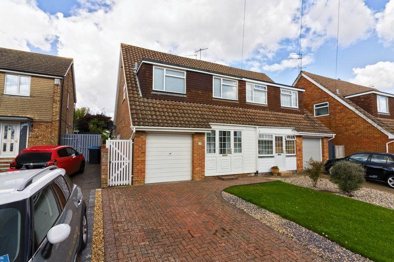 3 Bedrooms Semi Detached House for sale in Humber Close, Worthing