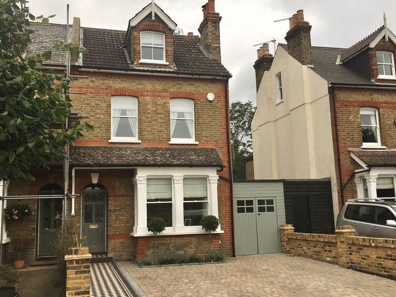 4 Bedrooms Semi Detached House for sale in Parkhurst Road, Bexley