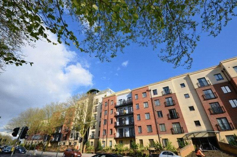 2 Bedrooms Apartment Flat for sale in Squires Court, Bristol