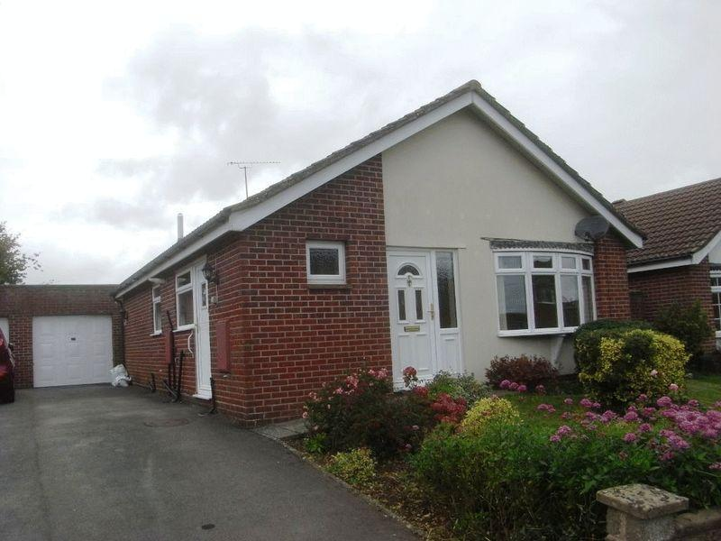2 Bedrooms Detached Bungalow for sale in Lang Road, Crewkerne