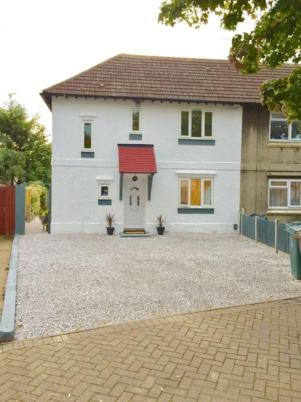 3 Bedrooms Semi Detached House for sale in Baddow Close, Dagenham