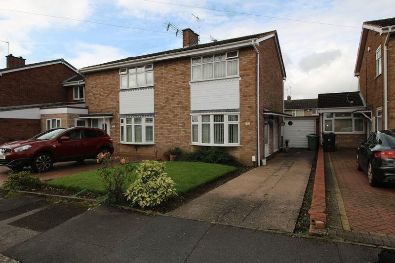 2 Bedrooms Semi Detached House for sale in Treetops Drive, Willenhall