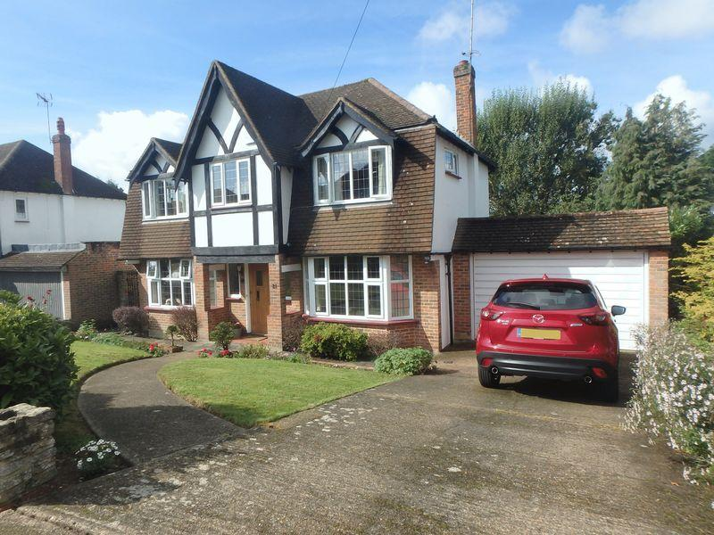 4 Bedrooms Detached House for sale in Hambledon Hill, Epsom