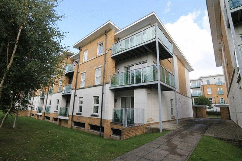 2 Bedrooms Apartment Flat for sale in LEATHERHEAD - CLOSE TO STATION