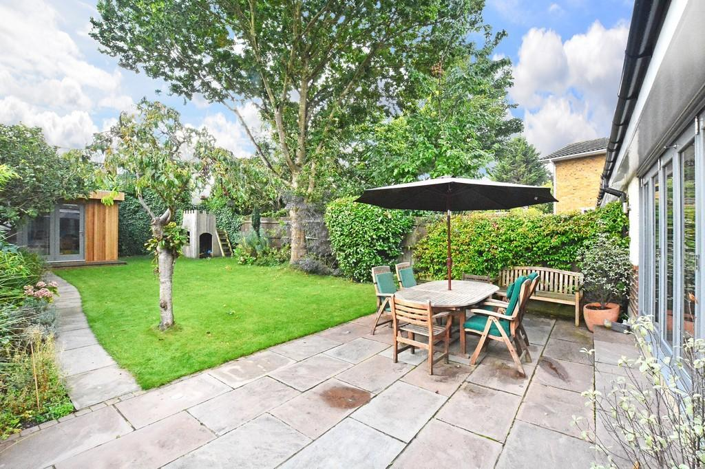 4 Bedrooms Semi Detached House for sale in Milbourne Lane, Esher