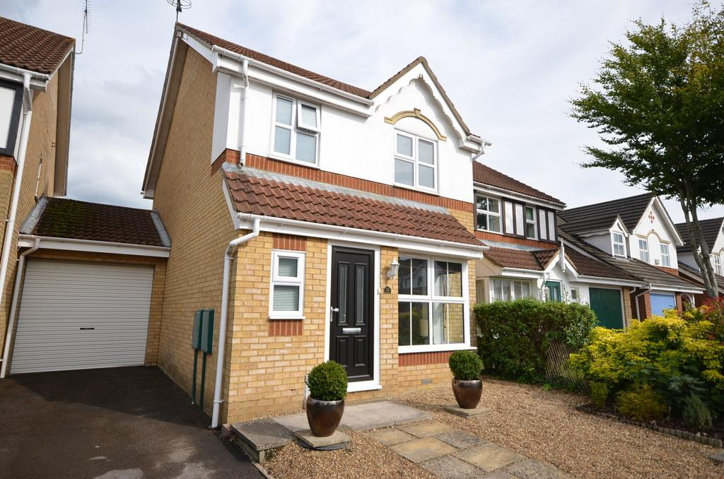 3 Bedrooms Link Detached House for sale in Westbury Gardens, Farnham