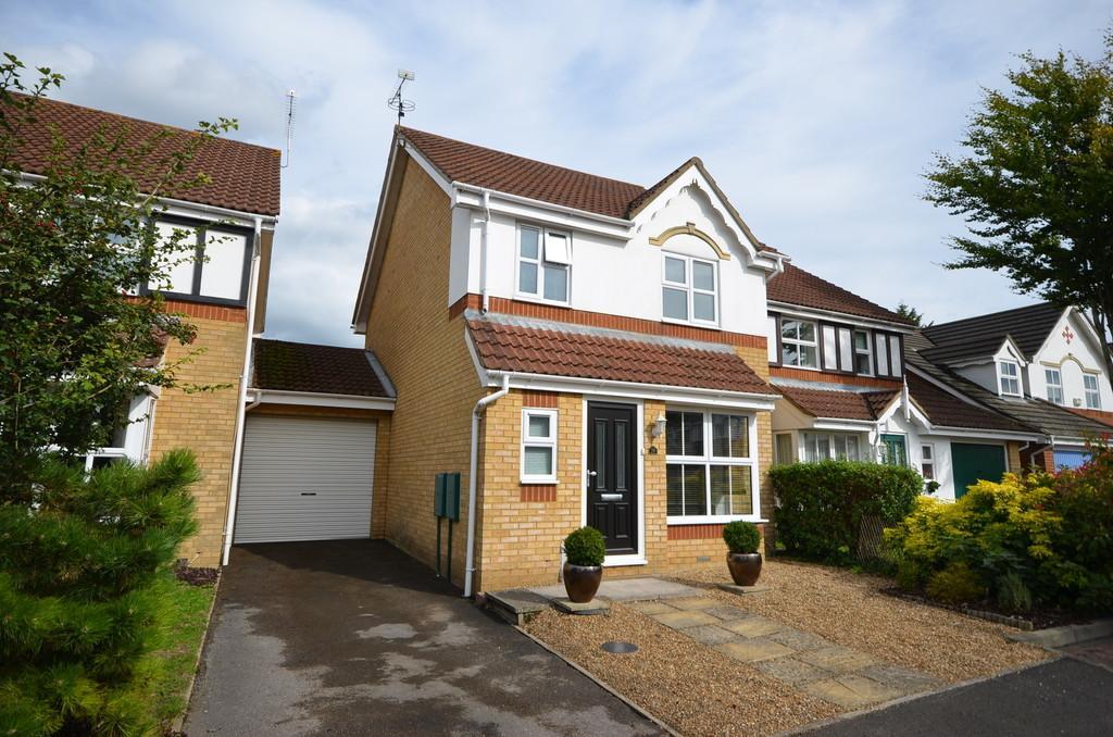 3 Bedrooms Link Detached House for sale in Westbury Gardens, Farnham