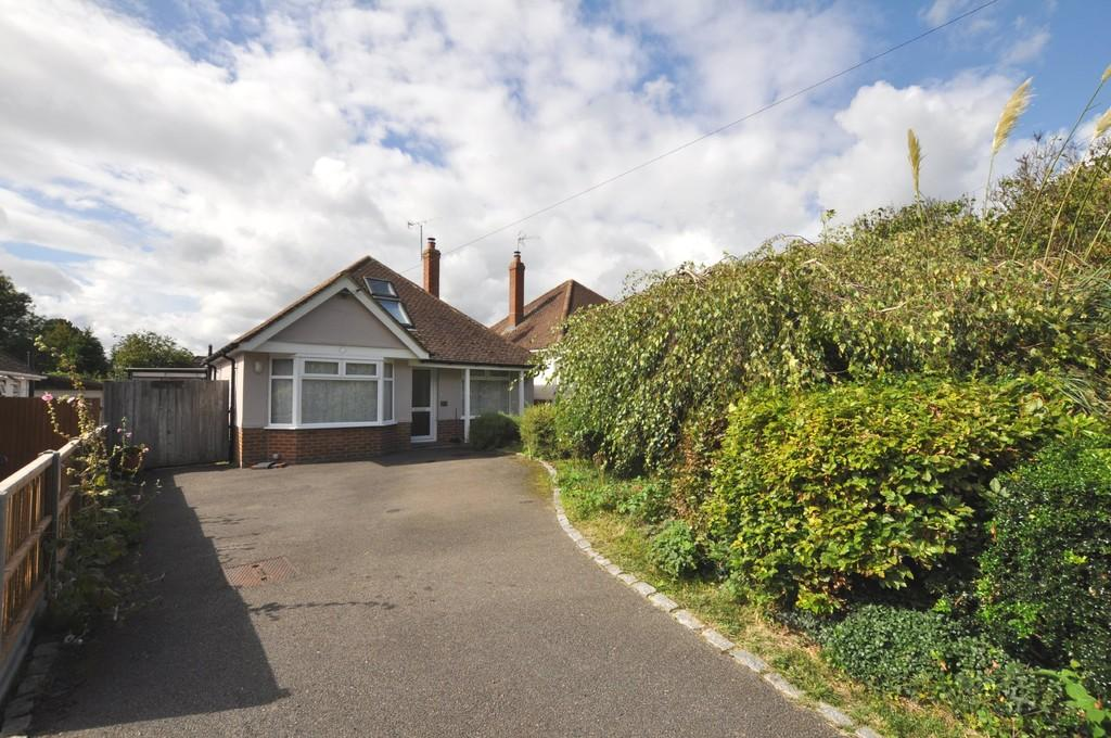 3 Bedrooms Detached Bungalow for sale in Merrow Lane, Guildford