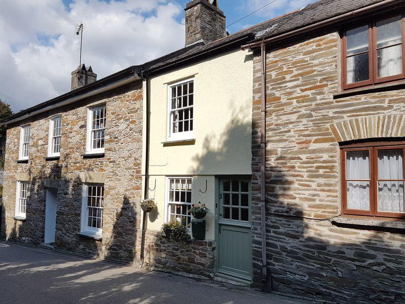 2 Bedrooms Terraced House for sale in Fore Street, St Germans