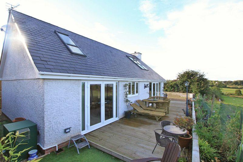 3 Bedrooms Detached House for sale in Pentraeth, Anglesey