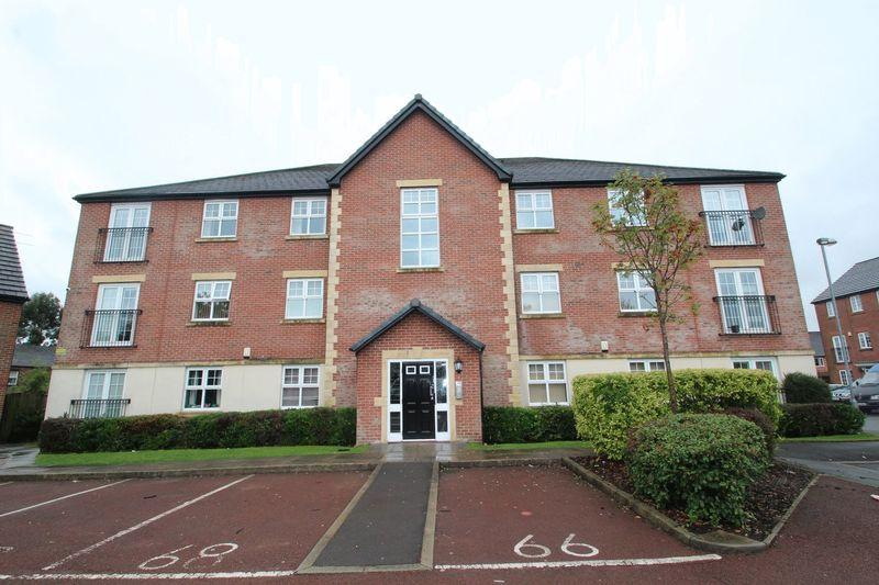 2 Bedrooms Apartment Flat for sale in Newbold Hall Drive, Rochdale OL16 3AJ
