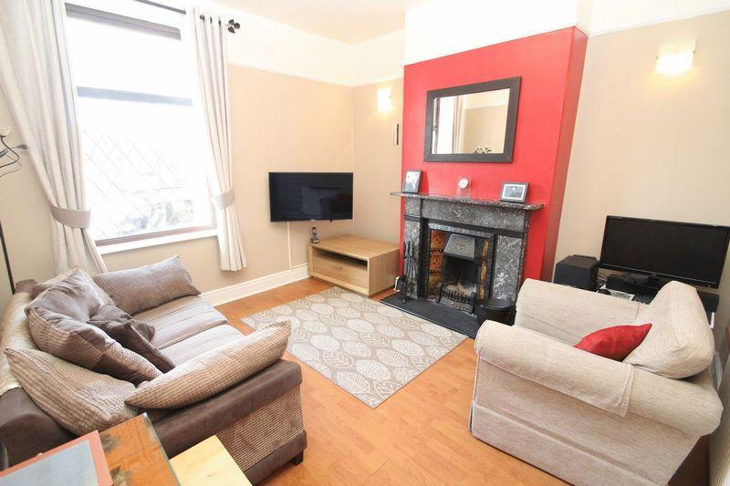 3 Bedrooms Terraced House for sale in Royle Barn Road, Castleton OL11 3DT