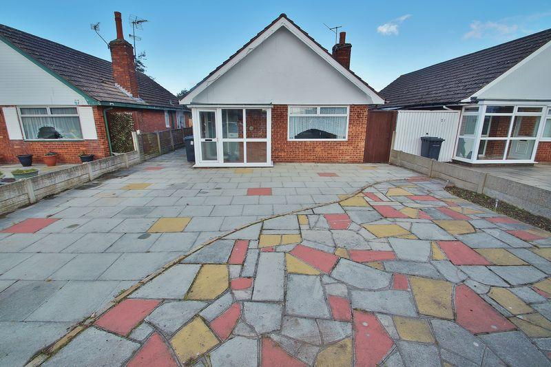 2 Bedrooms Detached Bungalow for sale in Fylde Road, Southport