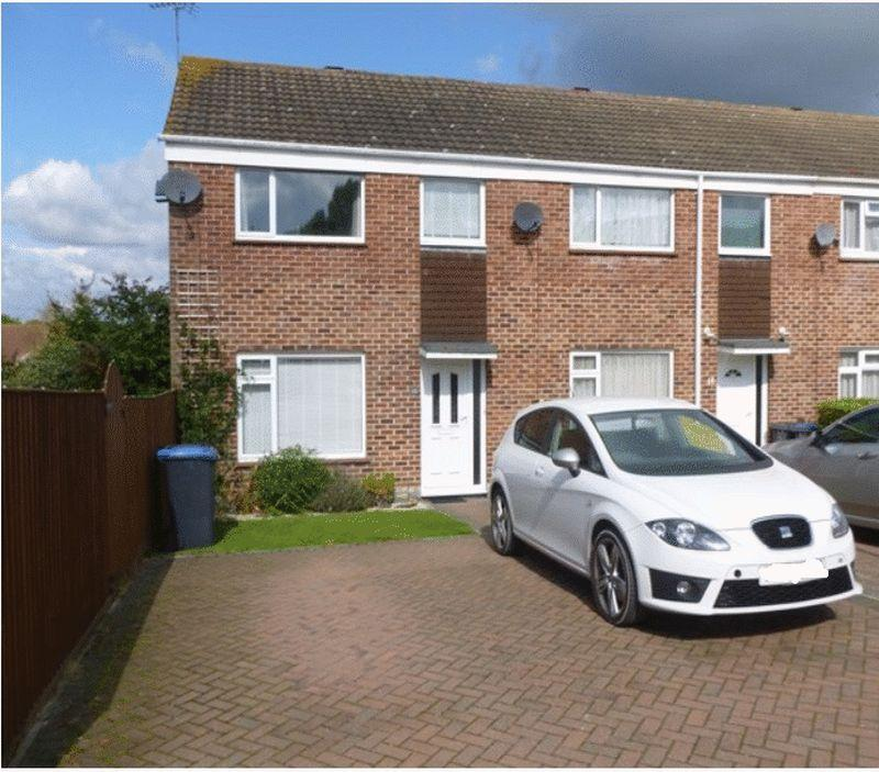 3 Bedrooms Terraced House for sale in Field Close, Burgess Hill
