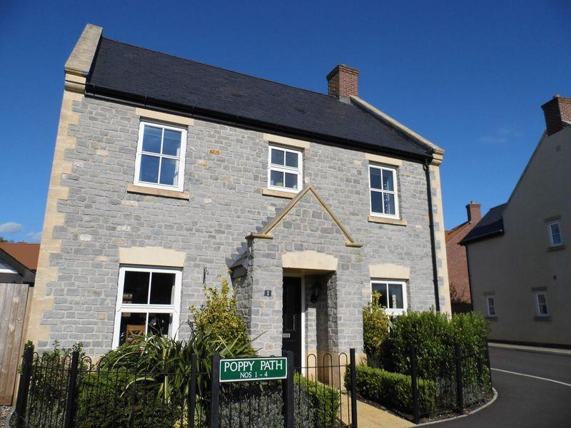4 Bedrooms Detached House for sale in Poppy Path, Shepton Mallet