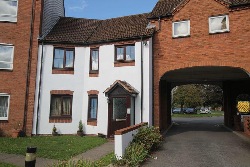 2 Bedrooms Ground Flat for sale in Chave Court