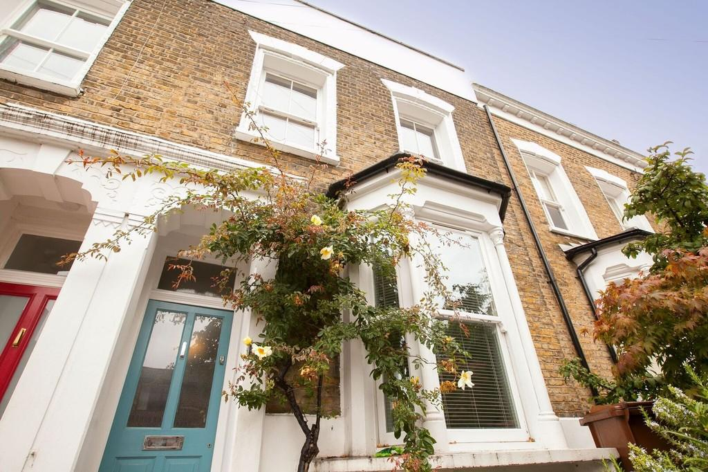 3 Bedrooms Terraced House for sale in Sandbrook Road, London