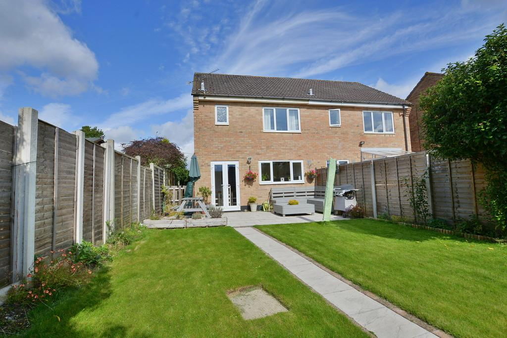 3 Bedrooms Semi Detached House for sale in Foxes Close, Verwood