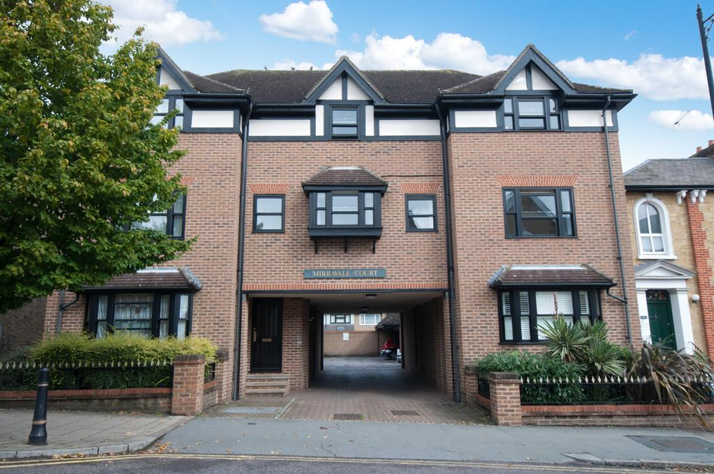 1 Bedroom Apartment Flat for sale in Queens Road, Buckhurst Hill