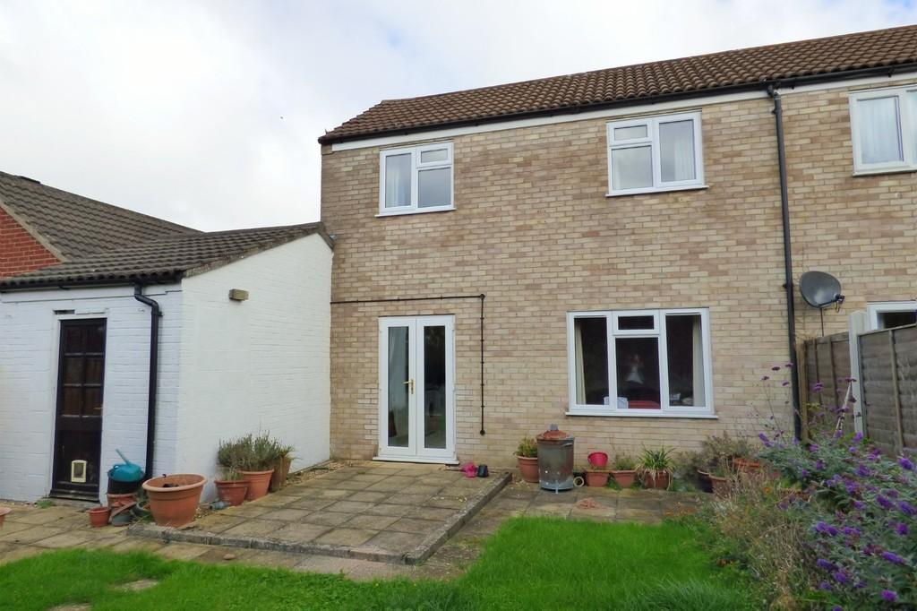 2 Bedrooms Semi Detached House for sale in Porter Road, Long Stratton