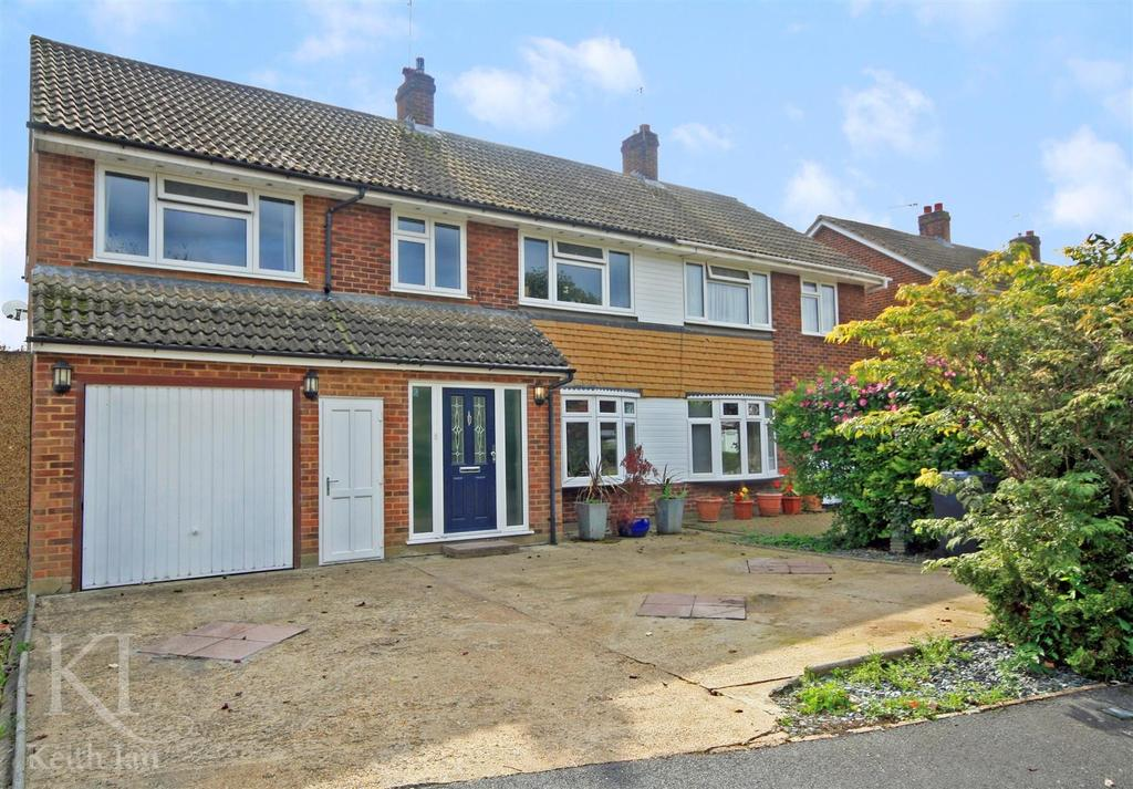 4 Bedrooms Semi Detached House for sale in Field Way, Hoddesdon