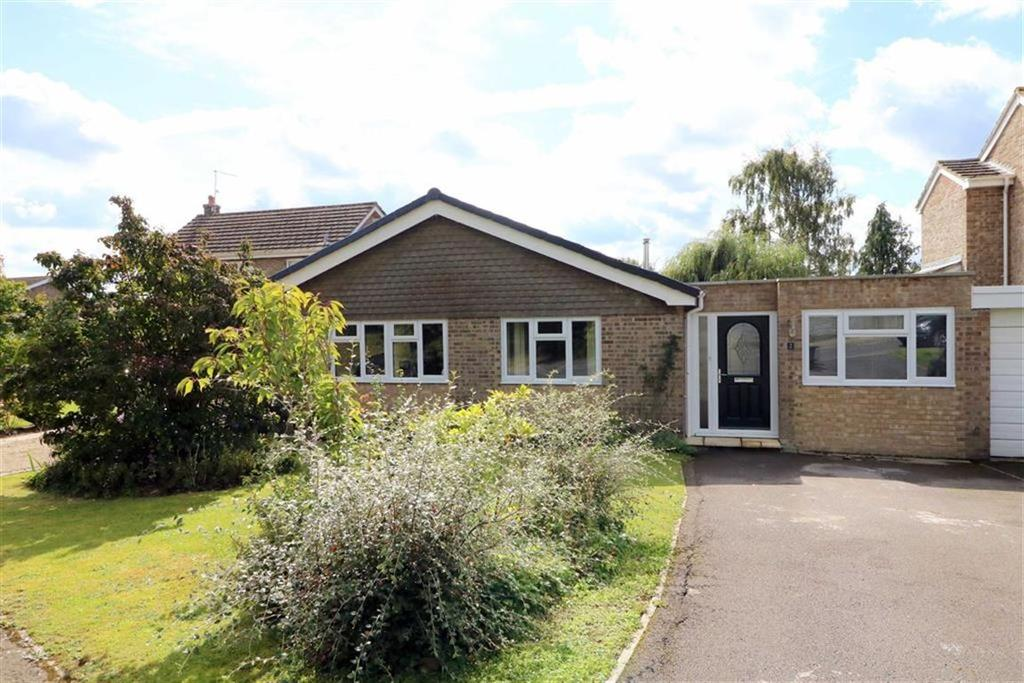 3 Bedrooms Detached Bungalow for sale in 2, Vale Leaze, Little Somerford